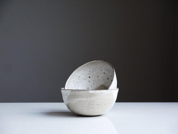 Schüsseln und Schalen Keramik Workshop in der Guten Stube. Foto by Unsplash Tom Crew.